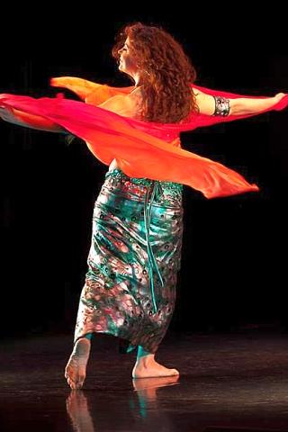תמר בר גיל - רקדנית בטן
