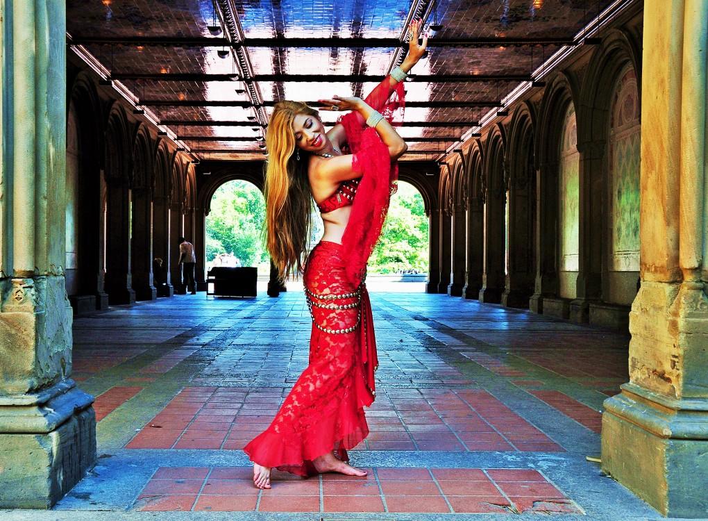 רקדנית בטן